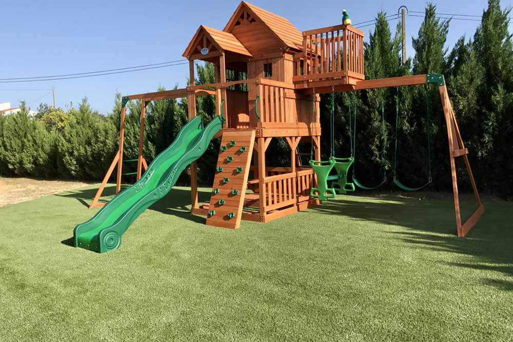 Lawn-childrens-play-area